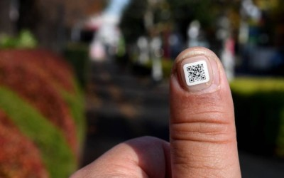 Cidade japonesa cria adesivo com código QR para idosos com Alzheimer