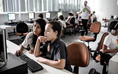 Projeto ensina crianças da periferia a programarem games
