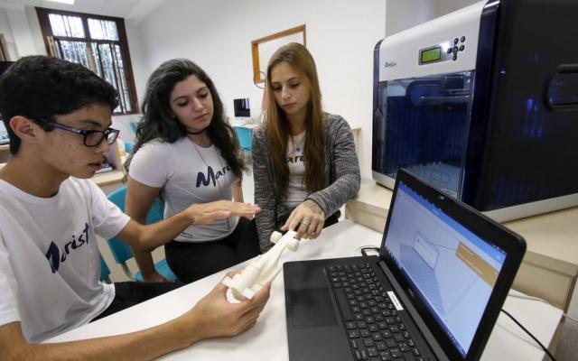 Protótipo. Estudantes do Colégio Arquidiocesano fazem estrutura de carro em impressora 3D