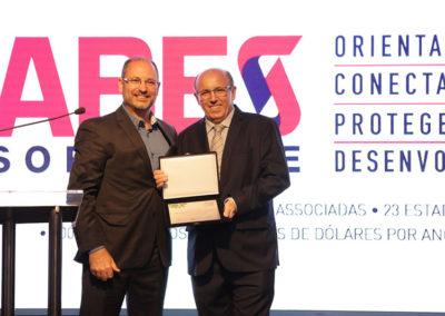 Gérson Schmitt, empresário e membro do conselho da ABES, e Manoel dos Santos, diretor jurídico da ABES