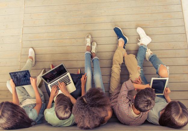 Cresce número de crianças e adolescentes que buscam notícias na Internet, aponta Cetic.br