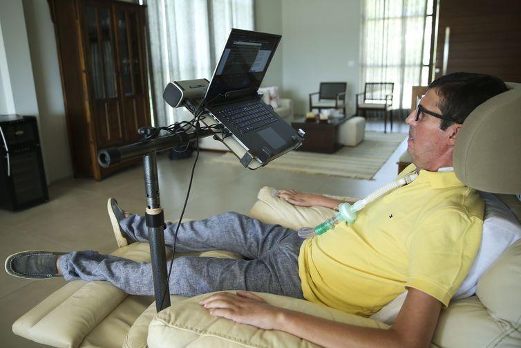 Brasileiro com ELA cria aplicativo para pessoas com distúrbios na fala