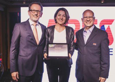 Rodolfo Fücher, conselheiro da ABES; Paula Bellizia, CEO da Microsoft Brasil, e Francisco Camargo, presidente da ABES