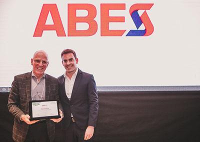 Fabio Rua homenageia Miguel Luiz Petrilli, presidente do Conselho de Administração da IT Mídia